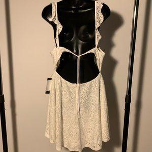 NWT Lulu's white/cream lace open back dress (7/$35